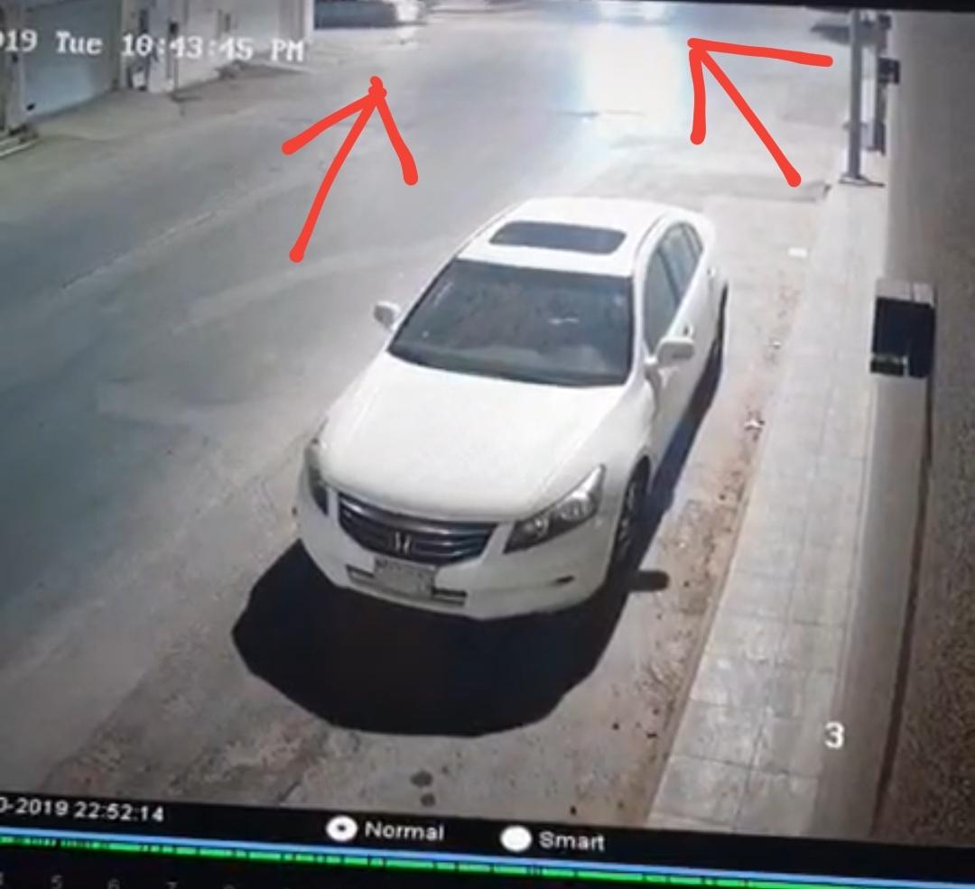 حادث داخل الحي وثقته كاميرا مراقبة أحد المنازل