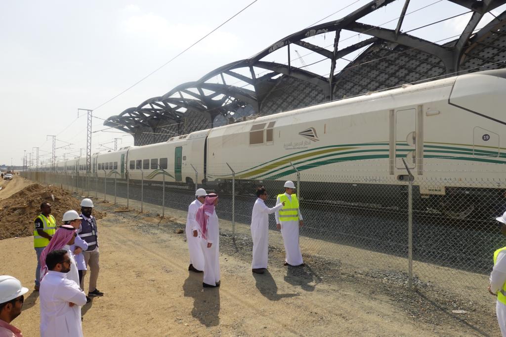 وزير النقل يتفقد محطات قطار الحرمين السريع
