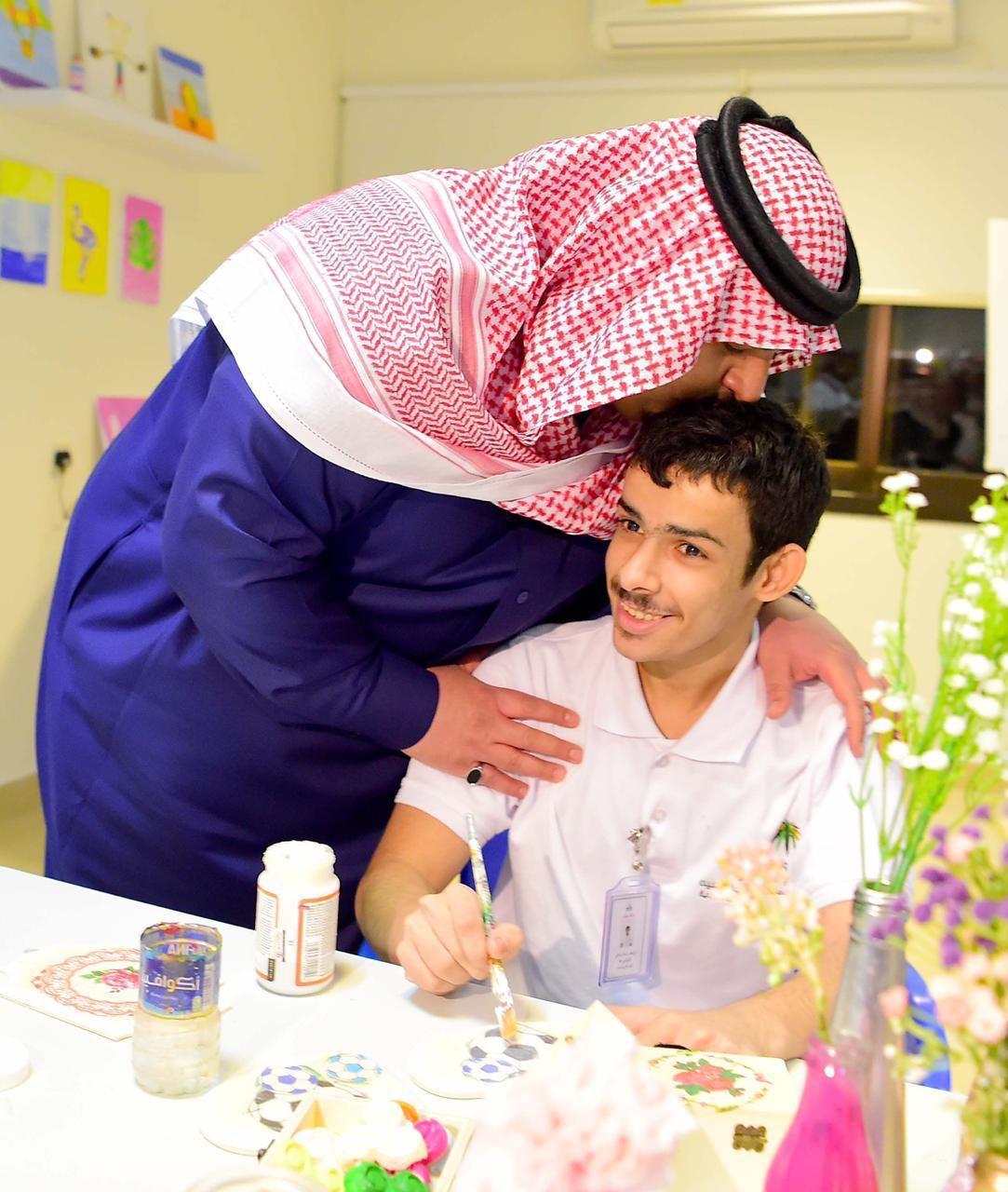 محمد بن عبدالرحمن يزور مركز رعاية حالات التوحد