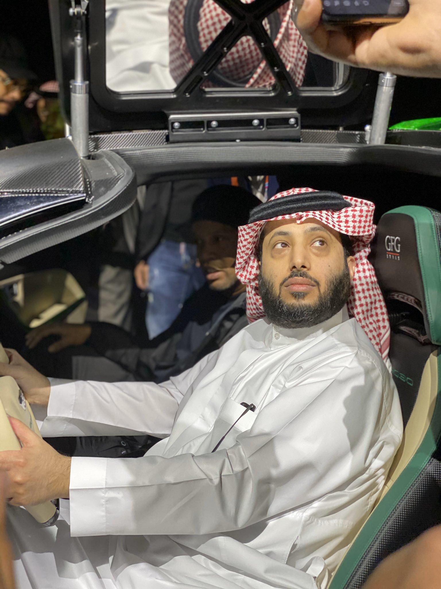 تدشين سيارة المستقبل 2030 ..  #معرض_الرياض_للسيارات