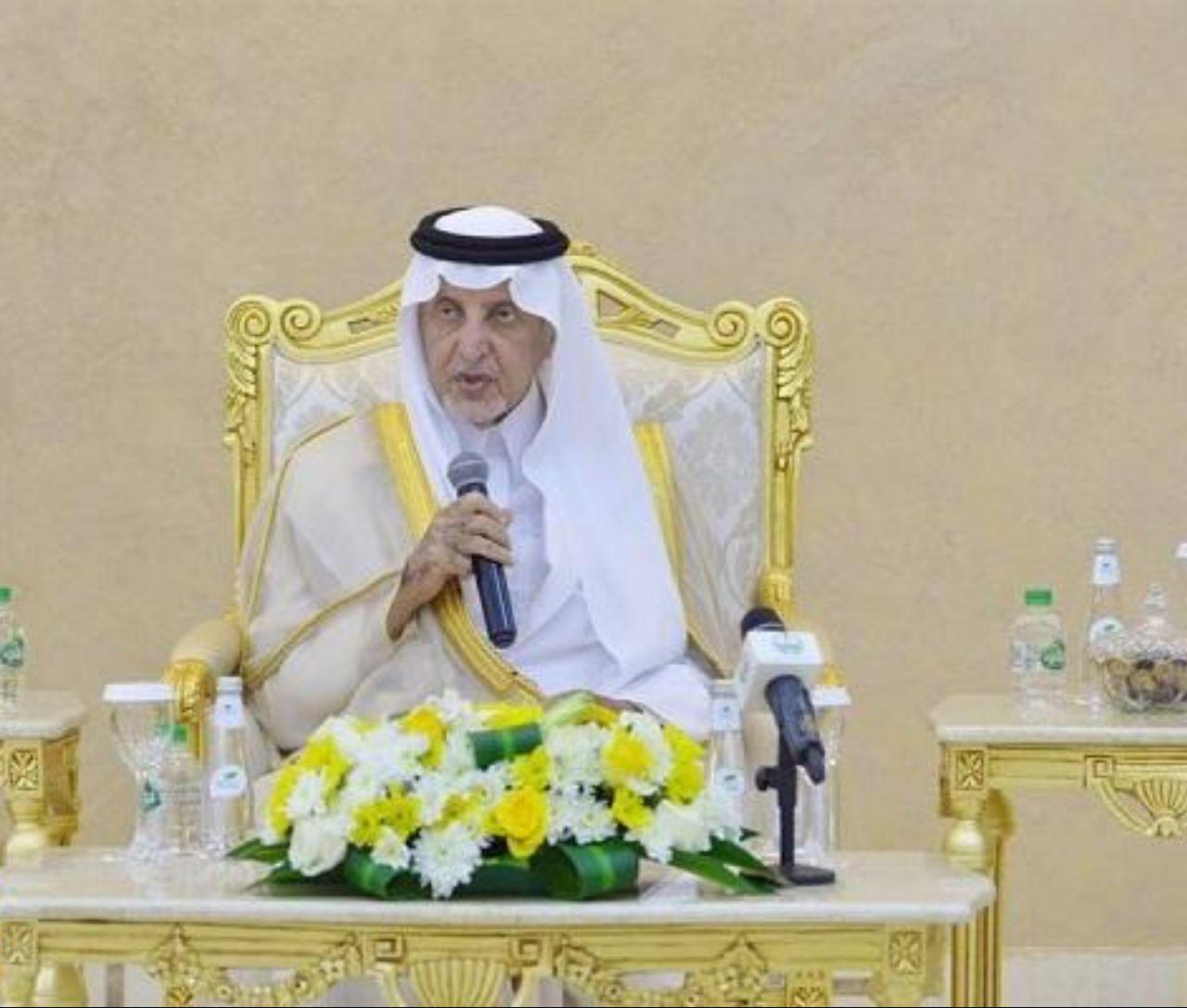 بالفيديو أول تعليق للشاعر على رد فعل أمير مكة تجاهه عندما رفض إلقائه قصيدة ترحيبية !