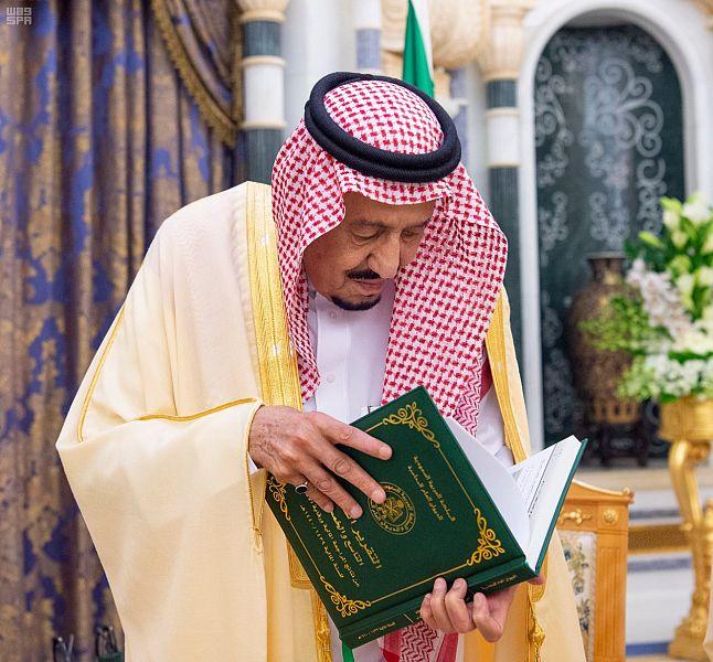 الملك سلمان يتسلم التقرير السنوي لديوان المحاسبة