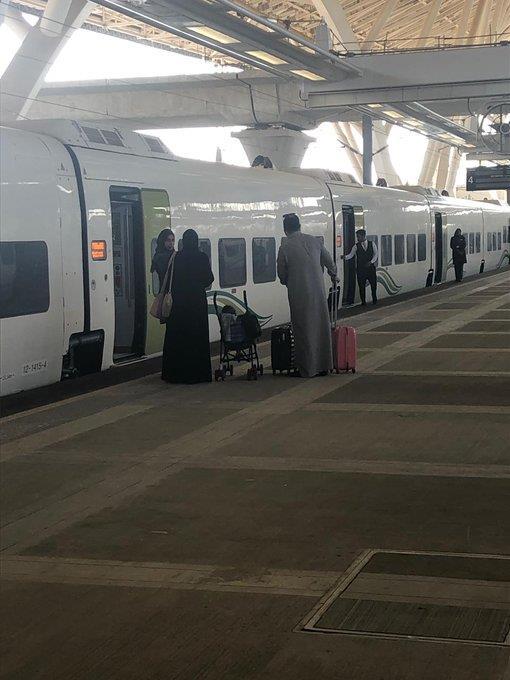 فيديو وصور.. قطار الحرمين يستأنف رحلاته بعد توقف دام أكثر من شهرين