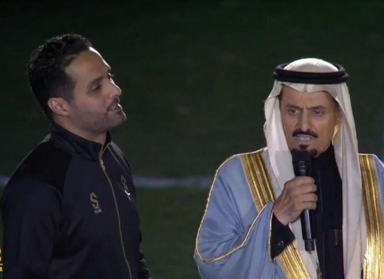 """شاهد.. والد """"ياسر القحطاني"""" يلقي كلمة أثناء الاحتفال باعتزال ابنه ويطالبه !"""