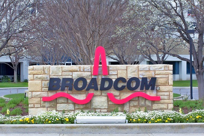 آبل تشتري مكونات اتصالات آيفون من Broadcom بقيمة 15 مليار دولار