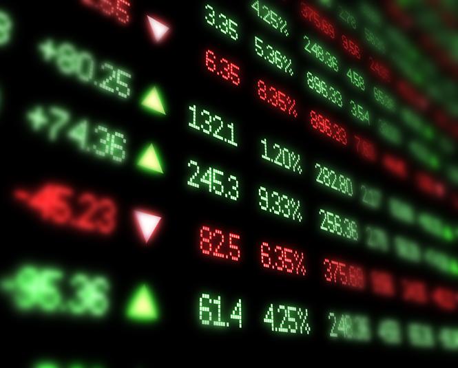 سوق الأسهم يغلق منخفضًا 100 نقطة