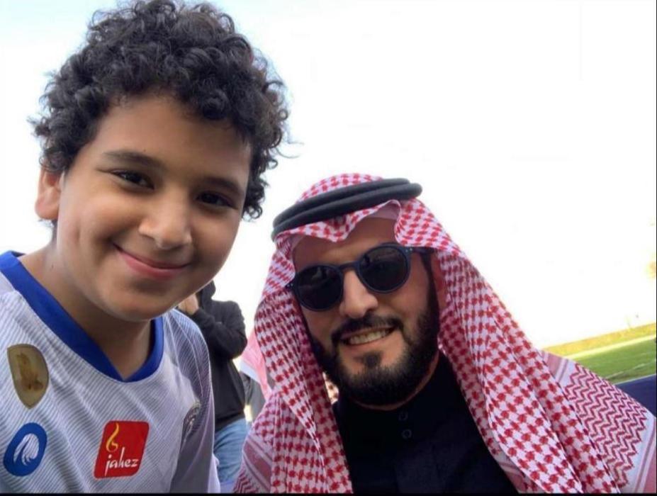 صورة سلمان إبن ولي العهد في نادي الهلال !