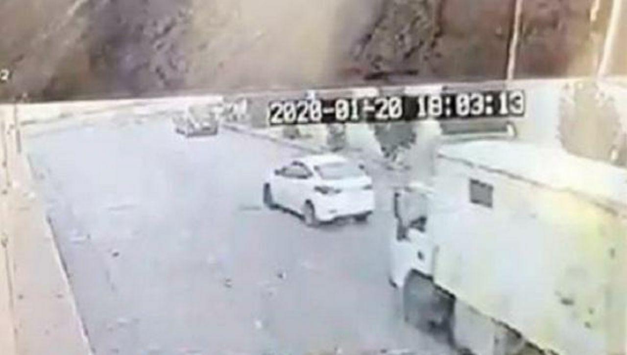 """شاهد.. سرقة بطريقة غريبة لسيارة """"دينا"""" في الرياض"""