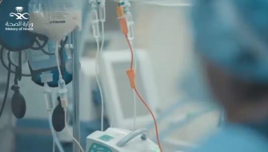 """""""الصحة"""" تستعرض في فيديو كيف تسبب مصاب في نقل العدوى إلى أصدقائه وأهله"""
