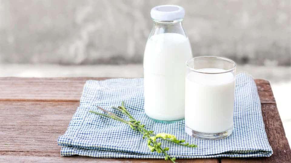 هل يساعد شرب الحليب على تطور مرض السرطان ؟