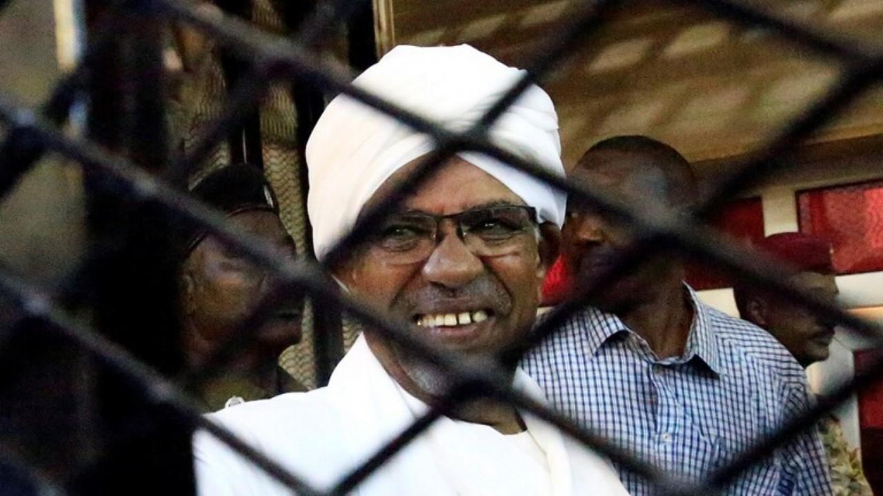 جدل في السودان بسبب ملابس عمر البشير بالسجن