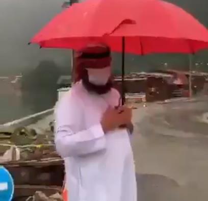 فيديو.. رجل يدعي أنه سعودي في تركيا ويشجع على السياحة.. ومغردون يتداولون مقطعاً يكشف زيفه وخداعه