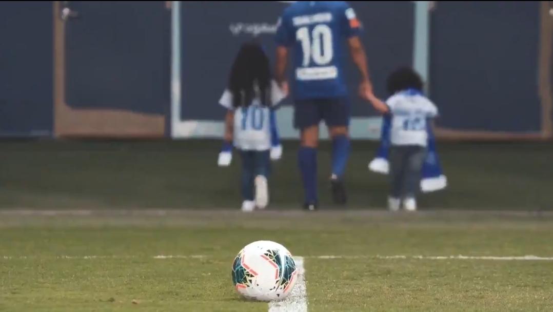 بمشاركة بناته شاهد مقطع الفيديو اعتزال اللاعب محمد الشلهوب