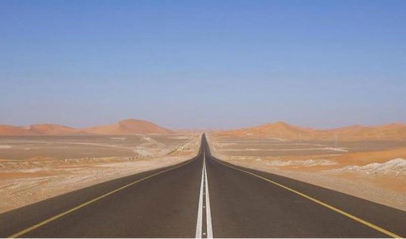 """موجود في السعودية.. هذا أطول طريق مستقيم في العالم مسجل في """"غينيس"""""""