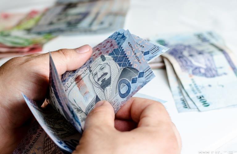 """""""التجارة"""" تتوعد المحلات التجارية التي ترفض قبول العملات الورقية والمعدنية بالمحاسبة"""
