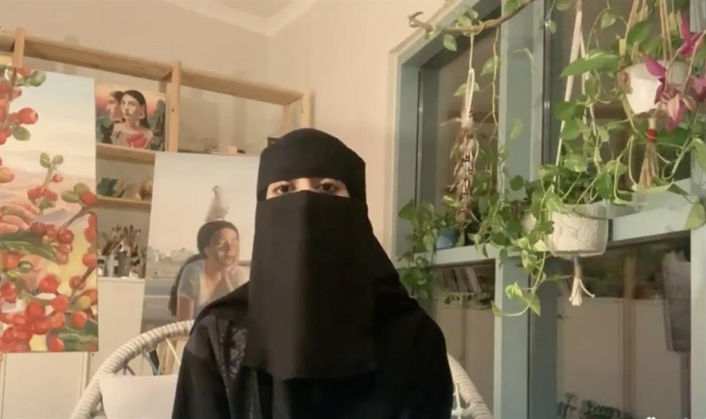 في موقف طريف.. سيدة تقطع مداخلة لحفيدتها أثناء ظهورها على الهواء (فيديو)