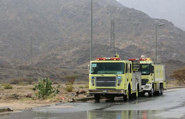 """""""الدفاع المدني"""" يدعو للحذر من استمرار هطول أمطار على بعض المناطق وفرص لتساقط الثلوج على تبوك"""