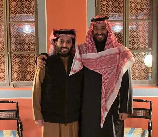 تركي آل الشيخ ينشر صورة مع ولي العهد ويعلق: أغلى تكريم
