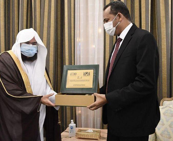 السديس يلتقي  بوزير الثقافة والإعلام السوداني