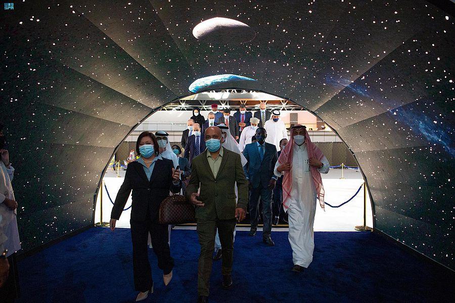 وفدٌ دبلوماسي يضم أكثر من 60 دولة يزور معرض مشروعات منطقة مكة المكرمة الرقمي بجدة