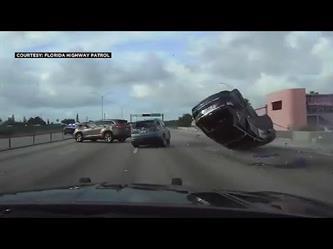 نهاية مروعة لعملية مطاردة الشرطة الأمريكية لسيارة يستقلها مراهقون