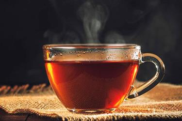 """مختص يرد على مقولة """"الشاي يكسر الحديد"""" ويقدم حلولاً بديلة"""
