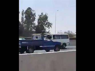 سائق مصري يقود بسرعة جنونية عكس اتجاه السير في طريق سريع