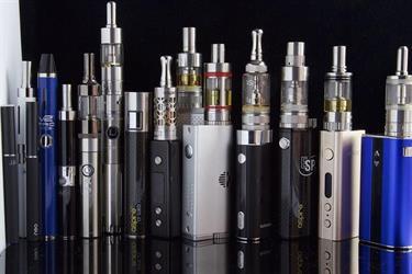 """2 مليون طلب ترخيص جديد لتصنيعها بأمريكا.. وكيل """"الصحة"""": السجائر الإلكترونية على المحك"""