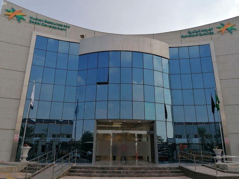 """""""الشمسان""""يتفقد عددًا من فروع وزارة الموارد البشرية بالمنطقة الشرقية"""